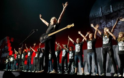 wall-tour-roger-waters-with-choir-another-brick-2